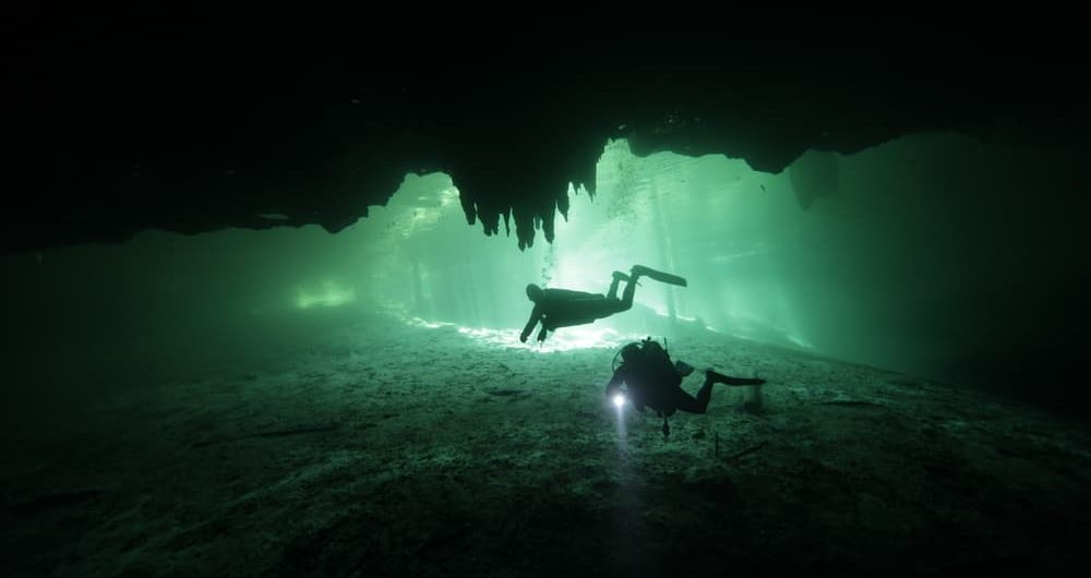 cavern-diving-cancun-squalo-divers-1000x530